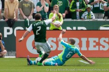 Sounders v Timbers: Alonso tackles Fucito