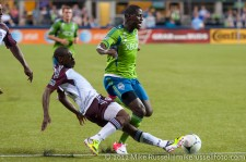 Sounders - Rapids: Luis Zapata tackles Eddie Johnson