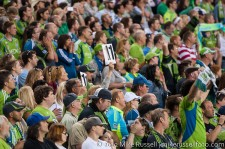 Sounders - Rapids: The crowd awaits Steve's first touch of the ball