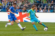 Sounders-Chelsea: Roger Levesque and Sam Hutchinson