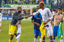Sounders-Chelsea: 2nd half keepers Josh Ford and Jamal Blackman exchange shirts