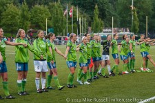 Sounders Women, including Alex Morgan, thank the fans