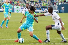 CCL: Sounders-Caledonia: Fredy Montero gets yanked down...