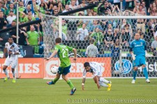 Sounders-LA Galaxy: Alex Caskey left foots it over the keeper for his first MLS goal