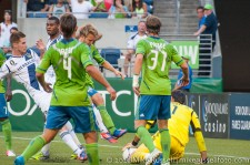 Sounders-LA Galaxy: Bryan Gaul lunges after the whistle and Johansson accidentally steps on Gspurning's hand
