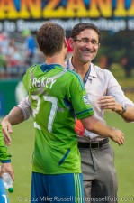 Sounders-LA Galaxy: Caskey gets a hug from GM Adrian Hanauer