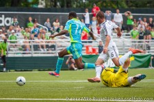 Sounders-Galaxy Reserves: Steve Zakuani gets past the keeper