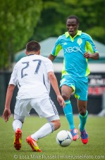 Sounders-Galaxy Reserves: Steve Zakuani attacking