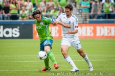 Sounders-Vancouver: Mauro Rosales battles with Jun Davidson