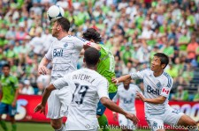 Sounders-Vancouver: Andy O'Brien heads it before Mauro Rosales