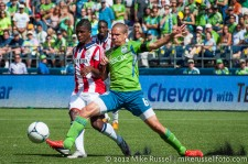 Sounders-Chivas: Osvaldo Alonso and Miller Bolanos