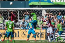 Sounders-Chivas: Eddie Johnson rises up for his first goal