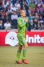 Sounders-Whitecaps: Ozzie Alonso just misses a goal