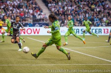Sounders-Whitecaps: Mauro Rosales whips in a cross to Brad Evans
