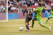 Sounders-Whitecaps: Camilo Sanvezzo and Jeff Parke