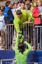 Sounders-Whitecaps: Fredy gives a fan his jersey