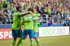 Sounders-Timbers: Eddie Johnson and Mauro Rosales congratulate Fredy Montero