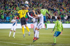 MLS Playoffs - Sounders v LA: Josh Saunders clears