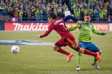 MLS Playoffs Sounders-RSL: Espindola tackled by Christian Tiffert