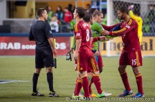 MLS Playoffs Sounders-RSL: Ozzie Alonso and Saborio have words after the final whistle